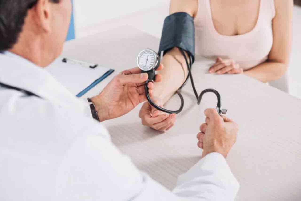 اندازه گیری فشار خون   مرکز خدمات پرستاری پارسیان مهرپرور