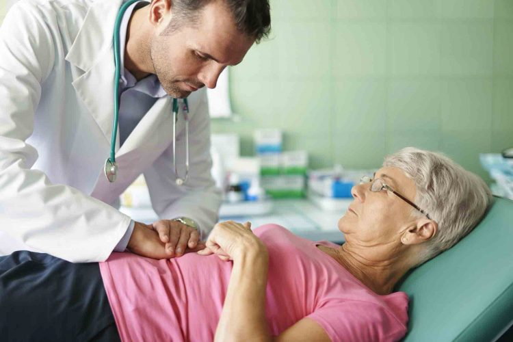 علائم زخم معده در سالمندان | مرکز خدمات پرستاری پارسیان مهرپرور