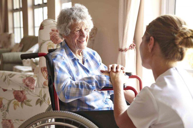 پرستار سالمند مناسب | مرکز خدمات پرستاری پارسیان مهرپرور