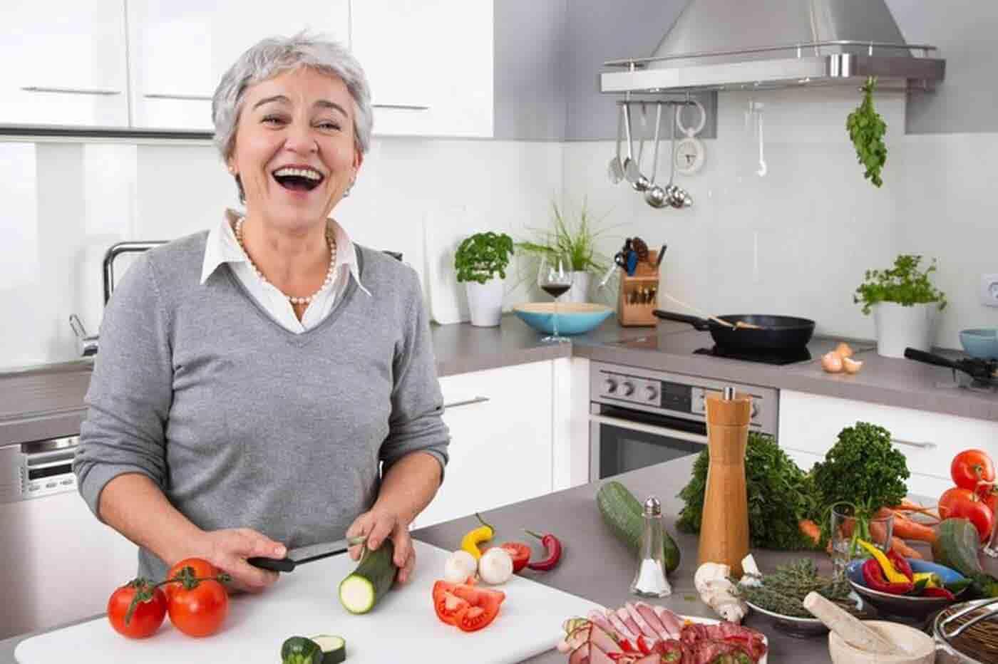 تغذیه در دوران سالمندی | مرکز خدمات پرستاری پارسیان مهرپرور