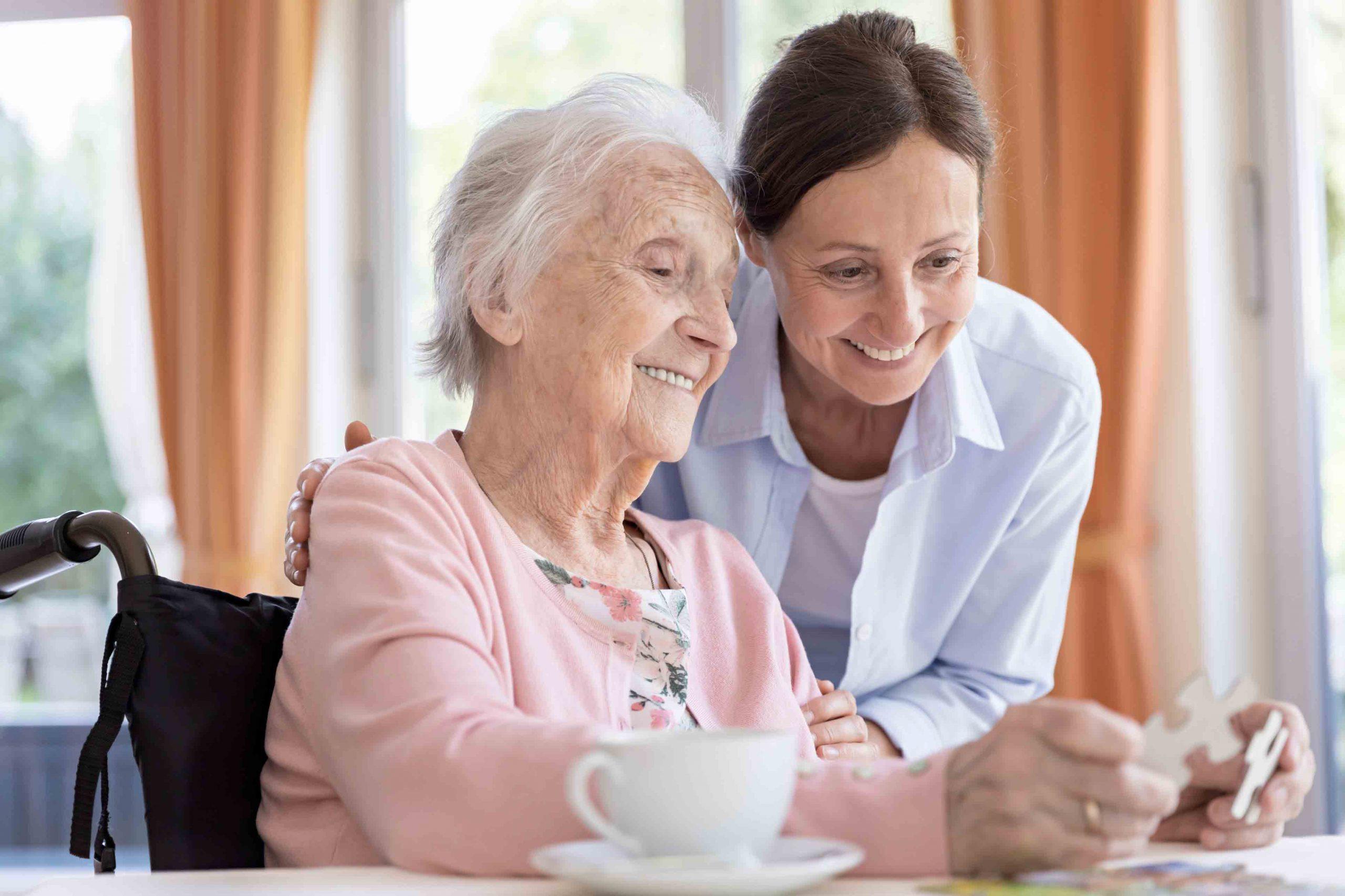 مراقب سالمند در منزل | مرکز پارسیان مهرپرور