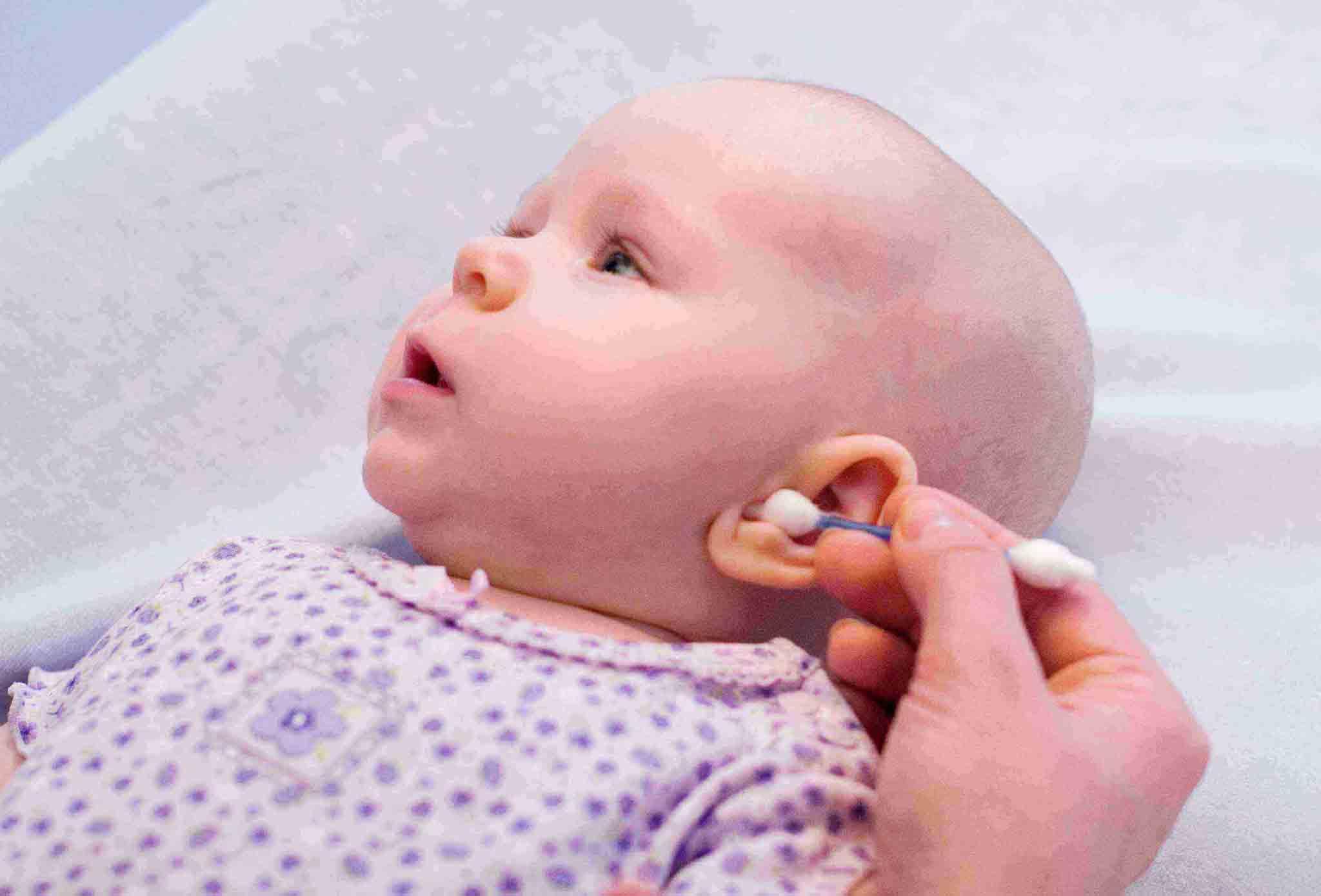 تمیز کردن گوش نوزاد |نگهداری از نوزادان | خدمات پرستاری مهرپرور