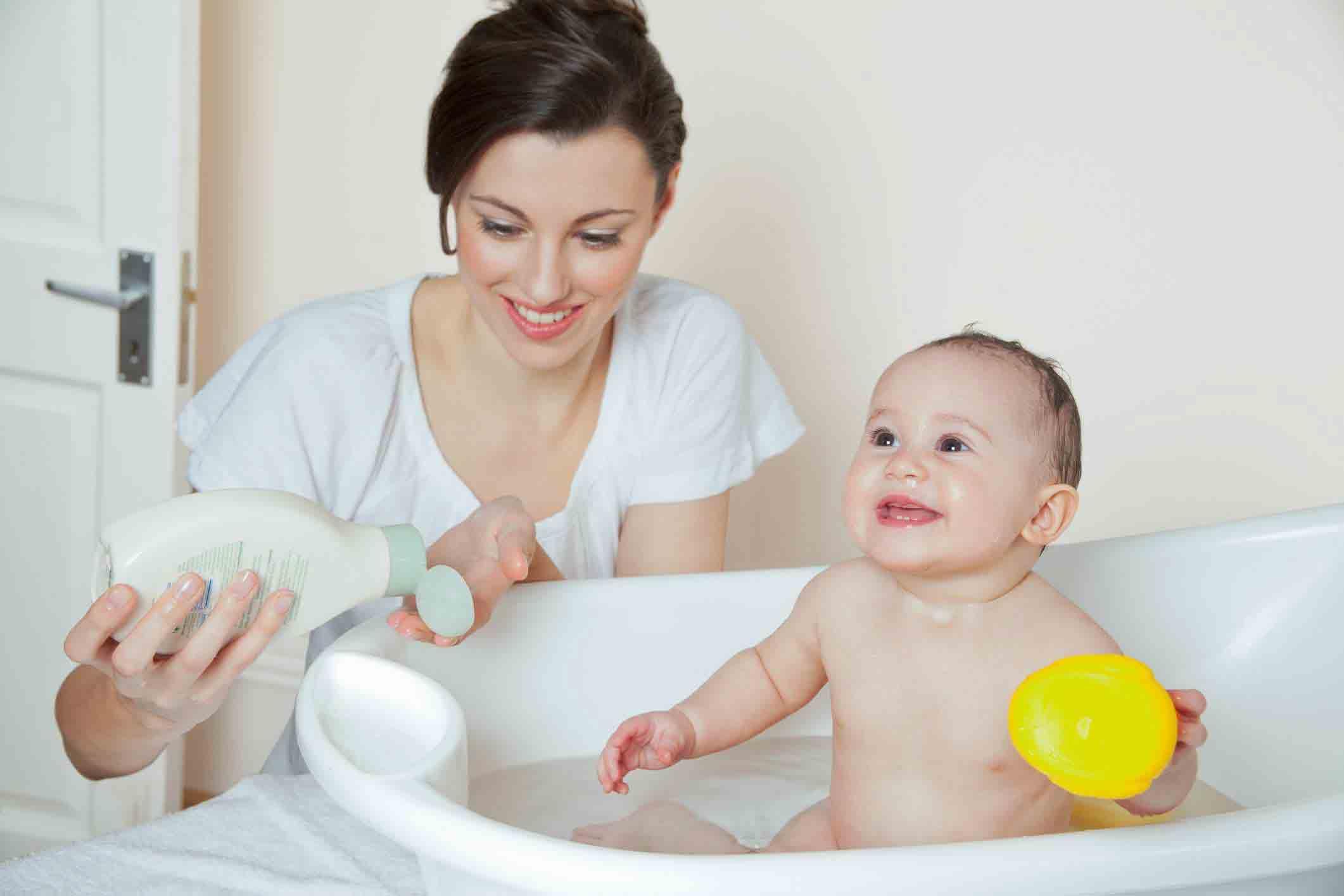 حمام نوزادان | مرکز خدمات پرستاری پارسیان مهرپرور