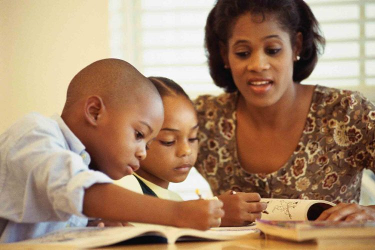 تشویق کودکان به مطالعه | مرکز خدمات پرستاری پارسیان مهرپرور