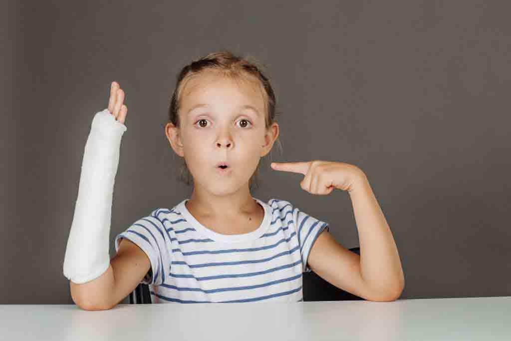 شکستگی استخوان در کودکان | مرکز خدمات پرستاری پارسیان مهرپرور