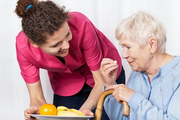 تغذیه سالمند آلزایمری | مرکز خدمات پرستاری در منزل پارسیان مهرپرور
