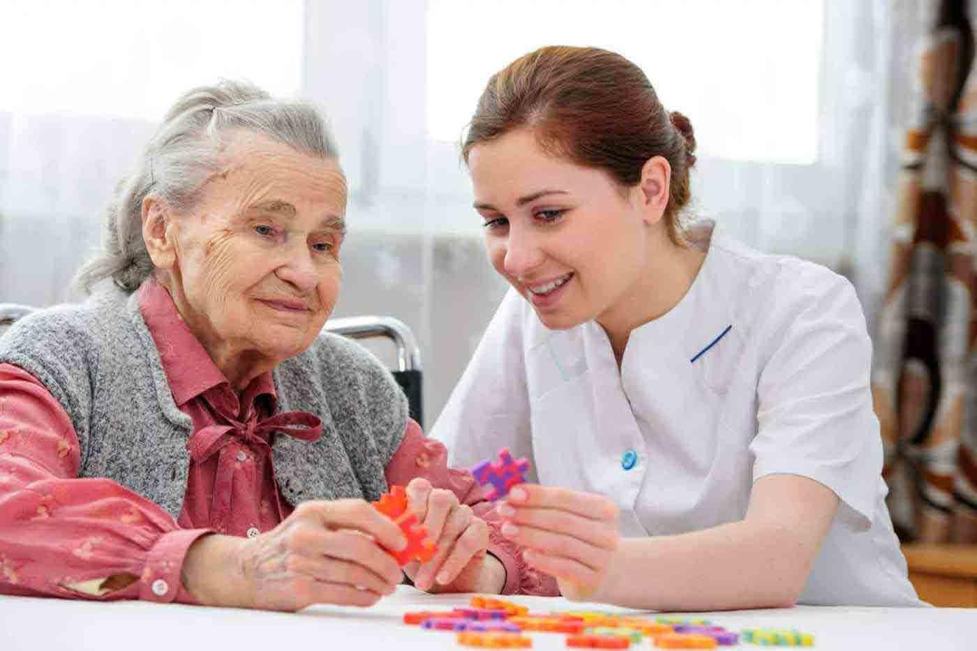 مراقب سالمند آلزایمری | مرکز خدمات پرستاری پارسیان مهرپرور