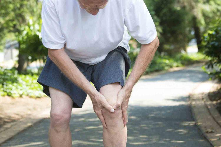 علت پا درد سالمندان|مرکز پارسیان مهرپرور