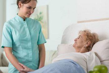 پرستار بیمار در منزل و بیمارستان