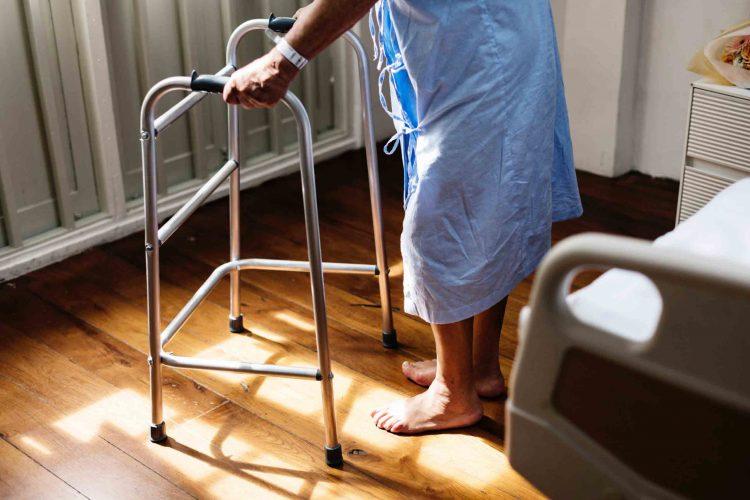 شکستگی لگن در سالمندان | مرکز پارسیان مهرپرور