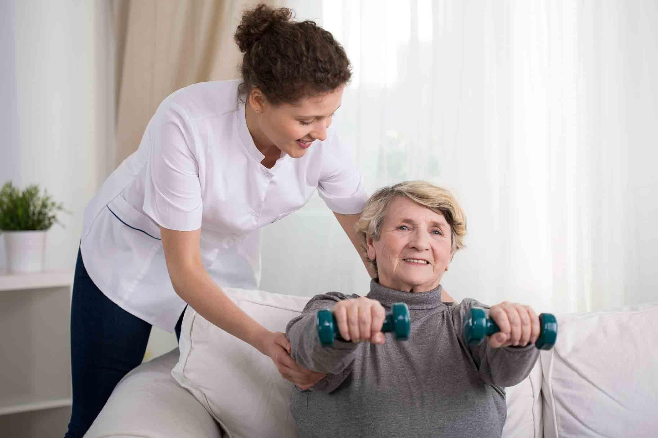 ورزش کردن سالمندان در منزل   مرکز پارسیان مهرپرور
