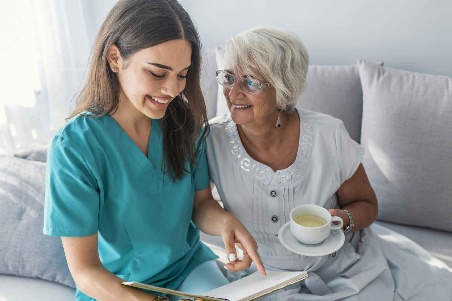 استخدام پرستار سالمند در منزل | مرکز پارسیان مهرپرور